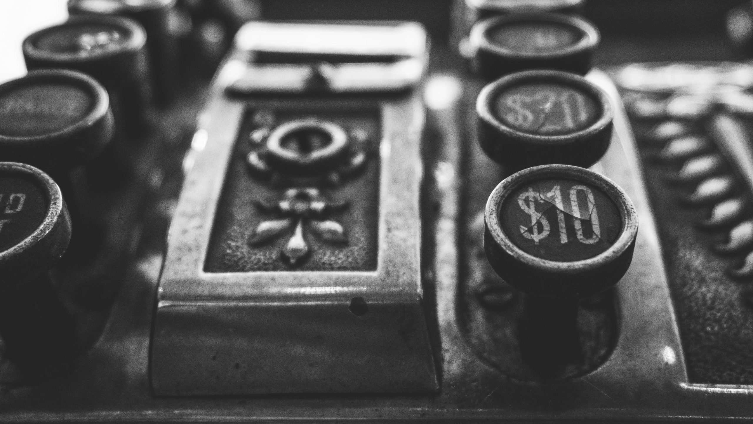 Image of an old fashioned cash register